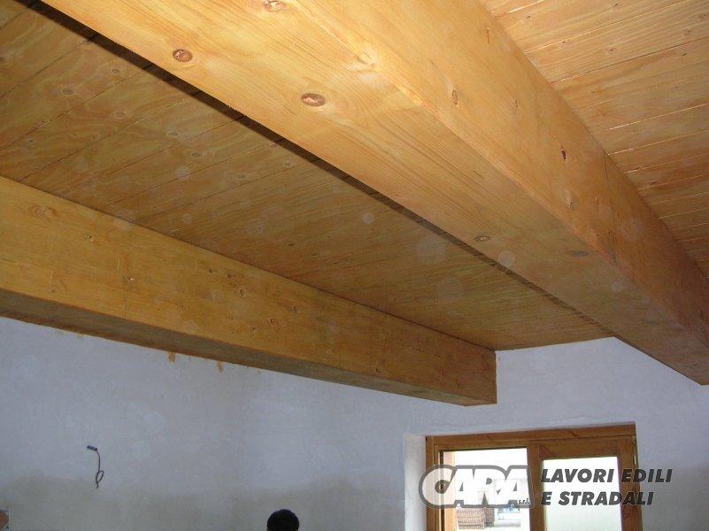 Realizzazione di un sottotetto in legno lamellare cara for Sottotetto in legno
